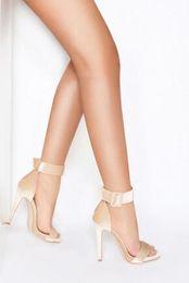 sapatos de casamento de salto largo Desconto 2018 Sexy Velvet Mulheres de Salto Alto Largura Fivela com Tira No Tornozelo e Salto de Agulha Festa de Casamento Sapatos de Verão de Veludo Designer Sandálias Mulher