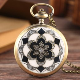 Relógio de bolso de quartzo plástico on-line-YISUYA Flores De Plástico Tema Relógio De Bolso Homens Presente de Natal Antigo Pingente de Quartzo Relógios Mulheres Preto Branco Padrão Xmas Relógio