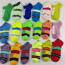 Calcetines cortos de New Love Pink Letter Calcetines de mujer Sports Matching Sports de color seco para damas Calcetines de tobillo desde fabricantes