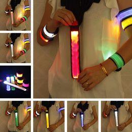 Nylon LED Sport Slap Wrist Strap Bands Armband Licht Flash Armband Glowing Armband Flare Strap Für Partykonzert von Fabrikanten