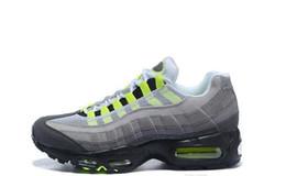 95 entrenadores deportivos online-Hombres Mujeres Zapatos clásicos casuales Cojín Rainbow Greedy Zapatillas de deporte Maxes OG QS 95 Zapatillas de deporte deportivas al aire libre Zapatos gratuitos Botas casual