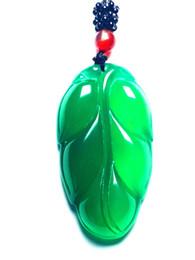 Des modèles féminins exquis de calcédoine verte de graine de glace verte laisse des pendentifs signifiant collier célèbre durant la nuit ? partir de fabricateur