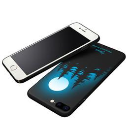 Iphone escuro da tampa luminosa on-line-Luminosa capa protetora case para iphone 7 plus 8 plus brilham no escuro 3d alívio pintura mudança de cor magro hard back cover