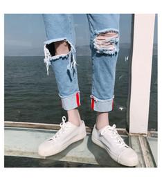 2019 jean moyen délavage hip hop En gros 2018 Mode Casual Grand trou Denim bleu clair Monkey Wash intérieur rayé hip hop sarouel pantalon homme jeans hommes promotion jean moyen délavage hip hop