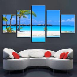 Pittura ad albero blu cielo online-Decorazione della parete Paesaggio marino Stampa artistica 5 Pezzi Beach Palm Tree Wood Bridge Blue Sky White Cloud Immagini su tela Modulare Poster Painting