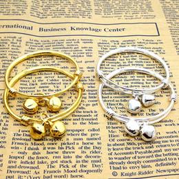 gold überzogenes babyarmband Rabatt Ganzes saleWholesale Schmucksachen 2PCS Baby Bell justierbares Armband-Armband überzogenes Silber / GoldkindBaby-Mädchen-Geburtstagsfeiergeschenk