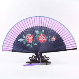 Бесплатная доставка органза подарочная сумка и кисточкой для подарка цветка сливы складной ручной вентилятор бамбука костюм партии свадебные танцы от Поставщики органза костюм