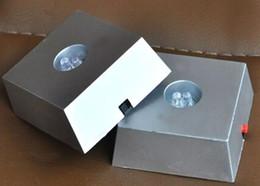 Le support de base d'affichage à cristaux unique trapézoïdal 3 lumière LED alterne les couleurs et illumine les transparents ? partir de fabricateur