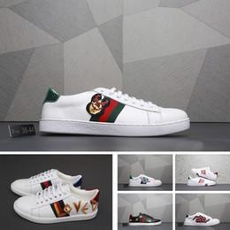gucci sneakers gucci slides gucci men shoes Il marchio classico europeo più  venduto di lusso morbido morbido pelle di agnello ricamo scarpe sportive  scarpe ... 98cba3bbfc1f