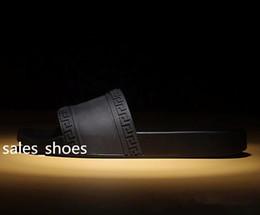 Canada Haute Qualité De Luxe Marque Designer Hommes D'été En Caoutchouc Sandales Plage Glisser Mode Éraflures Pantoufles Chaussures Intérieur Taille 39-46 cheap beach sandals shoes for men Offre