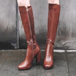 157d069f2 Alta Qualidade Na Altura Do Joelho Botas De Cano Alto Das Mulheres Inverno  Quente Fur Zipper Botas de Salto Quadrado Fivela Sapatos Da Moda Mulher  2018 ...
