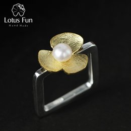 Lotus Fun Real стерлингового серебра 925 природный жемчуг ручной работы ювелирных изделий квадратное кольцо свежий Клевер цветок кольца для женщин Bijoux Y1892606 от
