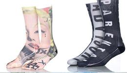 100 unids = 50 pares calcetines de deportes grandes niños hombres 3D impreso medias nuevo patrón de calcetín de algodón hip hop unisex sox emoji animal cráneo de dibujos animados desde fabricantes