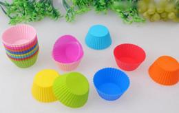 fusione di plastica Sconti 2018 vendite calde 7 cm muffin cupcake stampi 8 colori FDA SGS fai da te strumenti di cottura del bigné forma rotonda silicone gelatina di cottura della muffa