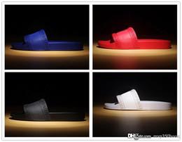 Wholesale White Open Heels - hot brand Men Beach Slide Sandals Medusa Scuffs 2017 Slippers Mens black white red Beach Fashion slip-on designer sandals