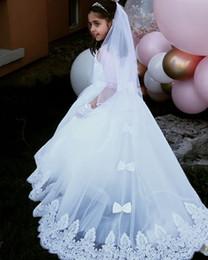 vestidos para blumenmädchen Rabatt Illusion Oansatz Weiße Blume Mädchen Kleider Spitze Appliques Mädchen Hochzeit Party Kleider Lange Zurück Bogen vestidos para primera comunion