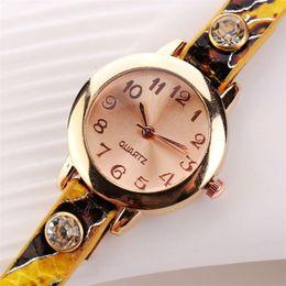 2018 Nueva Moda Unisex Mujer de Cuero Rhinestone Rivet Cadena de Cuarzo Pulsera Relojes de pulsera señoras reloj dropshipping 35 desde fabricantes