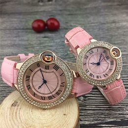 женские черные модные часы Скидка Женские часы Кожа Кварцевые наручные часы Модные роскошные часы Pink Black Watch Лучший бренд Relogies для девочек Женский Лучший подарок классический