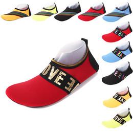 2019 sapatos rápidos e secos Praia ao ar livre Meias de Mergulho Vadear Sapatos Amantes Esporte Snorkeling Sapatos Esportes Aquáticos Natação Snorkeling Não-deslizamento Meias Secas Rápidas C4652 desconto sapatos rápidos e secos