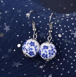 Brincos de porcelana branca on-line-Brincos artesanais de cerâmica do vintage brincos flor azul e branco brincos de porcelana mulheres presentes de Natal 48 par / lote