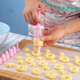 2019 ferramentas para prensas de bolo 1 conjunto conjunto de bicos de pastelaria Biscuit Maker Piping Creme Seringa Dicas com cookie máquina de imprensa arma ferramenta de decoração do bolo desconto ferramentas para prensas de bolo