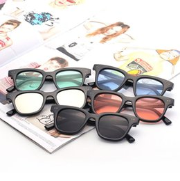 ed81746371 2019 gafas de plástico marco negro Square V South Sunglasses Mujeres  Hombres Retro Designer Plastic Frame