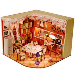 Iluminação em miniatura on-line-Adorável Doce Casa Doce Habitat Quarto DIY Dollhouse Kit Com Luz LED Decoração De Madeira Em Miniatura casa de Bonecas brinquedos Presente
