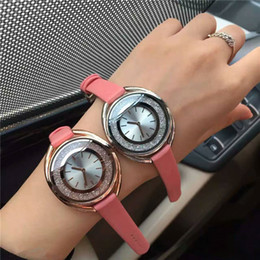 Mujeres de lujo reloj de cuero genuino Rolling Diamond relojes Envío gratis Lady Wristwatch Famous designer nurse Swa Female Quartz desde fabricantes