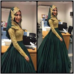 Canada Modest vert émeraude et or musulman robe de bal perlée dentelle robes de soirée à manches longues 2018 arabe Dubai Party robes de bal Vintage robe supplier vintage lace evening gowns modest gold Offre