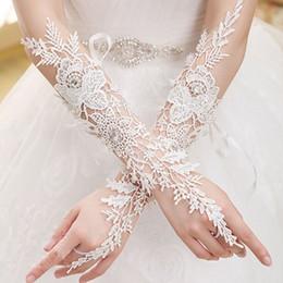 guanti immagini Sconti Guanti semplici guanti bianco poco costoso del partito nuziale nuziale del merletto Mittens Disponibile nuziale Para Noiva Accessori da sposa