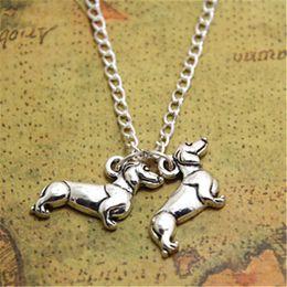 Colgante de perro salchicha online-12pcs / lot Dachshund Necklace Charm colgante Doxie Weenie salchicha dog charm silver tone