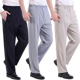 Moda 2018 estate emulazione di seta pantaloni elastico in vita sottile  anziani anziani papà allentati pantaloni grassi uomini anziani sciolti Plus  Size 10XL ... bb7bdb89ddfa