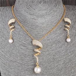 2019 conjunto de joyas de perlas austriacas Venta total: HYDE Gold-color Perla de imitación especial Atractivo collar de cristal austriaco colgante + Pendientes Conjuntos de joyería de boda rebajas conjunto de joyas de perlas austriacas