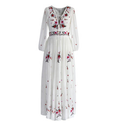 Vintage hippie kleidung online-Großhandel weiß Boho lange Kleid Baumwolle 2018 Vintage floral Stickerei Quaste Lässige Maxi Kleider Hippie-Frauen Kleid Marke Kleidung
