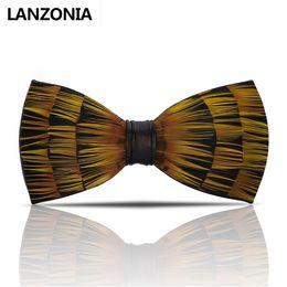 Bowtie giallo mens online-Lanzonia Feather Yellow Mens Bow Tie Handmade Trendy Novità Bowtie maschio Wedding Neckwear Diversi tipi di cravatta a farfalla