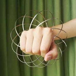 Canada Anneau d'écoulement Jouets de printemps Jouet d'écoulement Holographique tandis que le mouvement crée un anneau supplier spring effects Offre