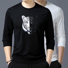 camiseta branca de manga comprida para homens Desconto 2018 homens  primavera t shirt casual marca de c7d914839b010