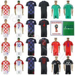 Jersey 17 kit online-2018 Coppa del Mondo Hrvatska 10 Luka Modric Jersey Set Soccer 4 Ivan Perisic 7 Ivan Rakitic 17 Mandzukic Football Shirt Kit con brevi