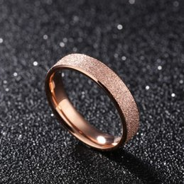 Женские обручальные кольца с розовым золотом онлайн-Rose Gold Tone Frosted Engagement Rings - 4mm Simple Classic Stainless Steel Womens Wedding Band Ring Jewelry Gift (US Size 5-9)
