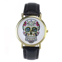 Relógio de pulso crânio on-line-Mulher Assista 2018 crânio Punk Moda homens se vestem de quartzo de pulso de couro rebites pulseira relógios Mulheres Crystal Casual Montre