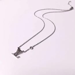 Nueva marca de joyería 316L titanio de acero 18 K plateado collar de cadena corta collar de plata colgante para pareja regalo de moda desde fabricantes