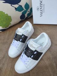 xiuchun852 заклепки качество Мужчины Женщины V Марка панк топ плоские пара обувь из натуральной кожи белый блеск черный повседневная спортивная обувь кроссовки размер от