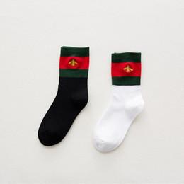 Canada Nouveau Broderie Bee Socks bas pour Hommes Et Femmes Fashion Designer Antibactérien Coton De Luxe Marque Unisexe Long Sport Chaussettes cheap embroidery stockings Offre