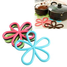 Wholesale Heated Coffee Cup Pads - Wholesale- Cup Coffee Mat Pad Flower Shaped PVC Coaster Heat Resistant Non-slip Present #K400Y#