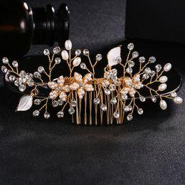 New handmade oro inserto nuziale pettine imitazione perla fiore lega  argento foglia matrimonio disco strumenti per capelli all ingrosso di  gioielli di ... ad2762be3027