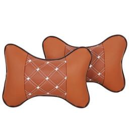 Almofadas verificadas on-line-Auto assento de carro travesseiro encosto de cabeça almofada Universal Fit SUV sedans frente / traseira assento peças automotivas PU design de seleção de couro