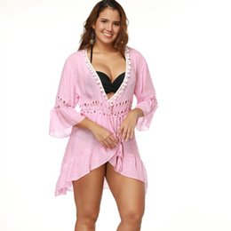 rosa gekräuselten bikini Rabatt Strand Bikini Vertuschungen Bademode Rosa lange Strickjacke Frauen Sommer Spitze häkeln Pompon Rüschen elastische Taille Bluse sexy Urlaub Badeanzug Shirt