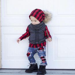 2020 calça jeans novos Brand new 2 peças sert crianças baby boy xadrez tops pullover t shirt buraco denim hip pop jeans calças leggings 2 pcs roupa roupas calça jeans novos barato