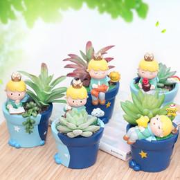 2019 piccole pentole Roogo 6 Carino Principe vaso di fioriera resina Resina Little Boy vaso di fiori Bonsai artigianato giardino di casa Yard Decor regali di compleanno sconti piccole pentole