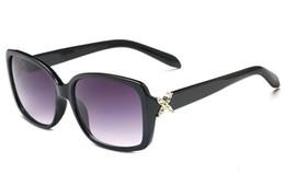 2019 lunettes cloutées Nouvelles lunettes de soleil pour femmes de la marque de femmes lunettes de soleil lunettes de soleil UV gros et de détail 4047 livraison gratuite promotion lunettes cloutées